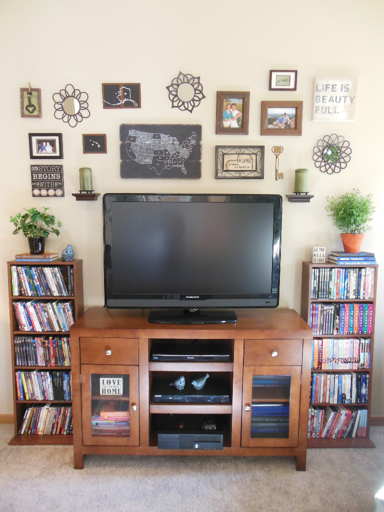 Hide the TV - tv wall arrangement